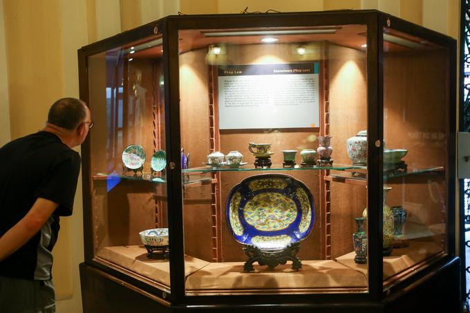 Hơn 100 cổ vật độc lạ được trưng bày ở Sài Gòn