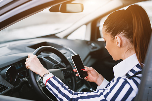 10 thói quen nguy hiểm khi lái xe - 5