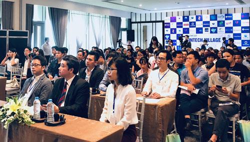 Nhiều đại biểu quan tâm khi thảo luận cơ chế quản lý đối với lĩnh vực công nghệ tài chính. Ảnh: HN.