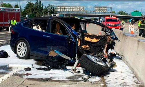 Một chiếc Tesla từng gặp tại nạn khi kích hoạt chức năng tự lái tại California, Mỹ. Ảnh: CNN