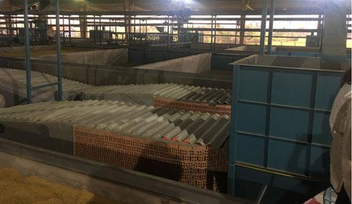 Hệ thống lò đốt và thùng chứa. Ảnh: Đoàn Nguyễn.