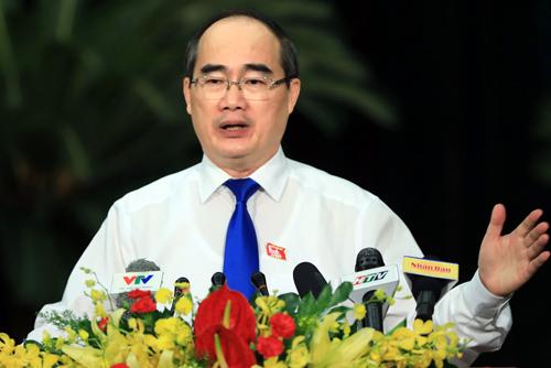 Bí thư Thành ủy TP HCM Nguyễn Thiện Nhân phát biểu tại ngày làm việc đầu tiên kỳ họp thứ 12 HĐND TP HCM khóa IX. Ảnh: Hữu Khoa