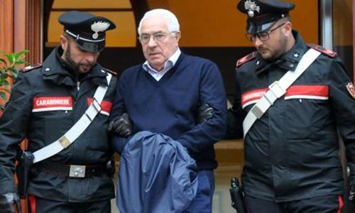Settimo Mineo bị cảnh sát Italy bắt ở Palermo, Sicily, ngày 4/12. Ảnh: AFP.
