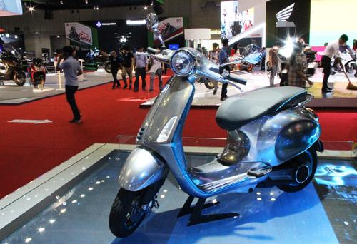 Xe điện concept Vespa Elettrica tại triển lãm xe máy Việt Nam 2017. Ảnh: Phạm Trung.