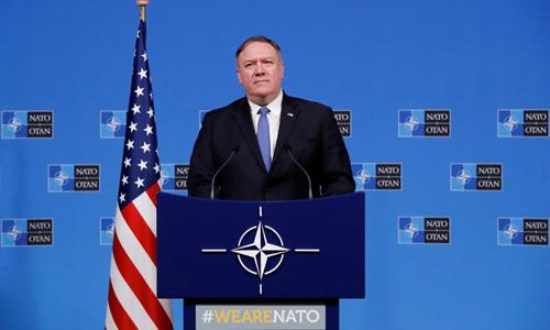 Ngoại trưởng Mỹ Mike Pompeo trong cuộc họp báo cùng các ngoại trưởng NATO tại Brussels, Bỉ hôm qua. Ảnh: Reuters.