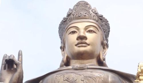 Bức tượng một nữ nhân vật lịch sử thời Lý ở Gia Lâm, Hà Nội. Ảnh: Youtube