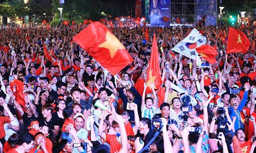 Hàng triệu người đổ ra đường khi Việt Nam vào chung kết AFF Cup