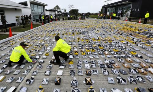 Colombia bắt 27 nghi phạm nuốt 11 triệu USD tiền buôn ma túy - ảnh 1