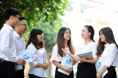 Đoàn đại biểu Hội Sinh viên Đại học Quốc giaHà Nội trao đổi trước thềm đại hội. Ảnh: Dương Triều