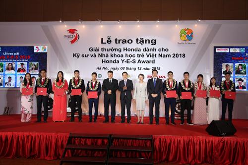 10 sinh viên nhận giải thưởng Honda Y-E-S trị giá 30.000 USD