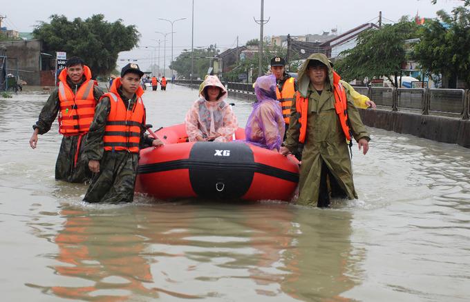 Nhiều khu dân cư ở Quảng Nam bị nước lũ chia cắt