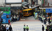Xe buýt mất phanh đâm chết 4 người ở Hong Kong