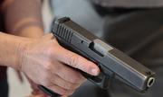 Cô gái Mỹ thuê người bắn mình vì thất tình