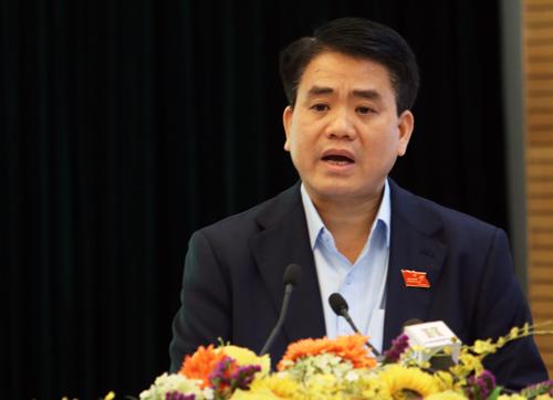 Chủ tịch UBND TP Hà Nội Nguyễn Đức Chung trả lời cử tri quận Hoàn Kiếm chiều 11/12. Ảnh: Võ Hải.
