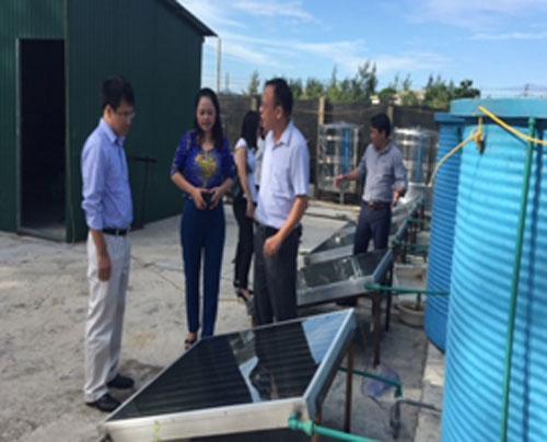 Nhóm nghiên cứu giới thiệu tấm năng lượng mặt trời dùng trong hệ thống chế biến nước mắm.