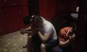 """Cảnh sát đột kích """"động thác loạn"""" đồng tính nam ở Sài Gòn"""
