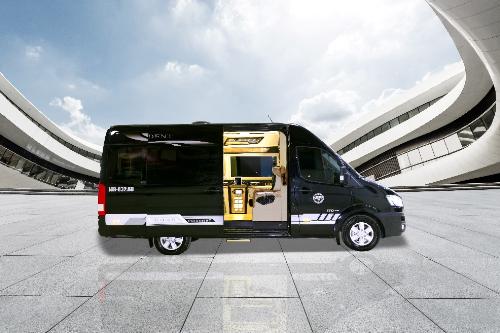 Hyundai President được tạo ra với mục tiêu phục vụ cho tầng lớp Doanh nhân thành đạt. Chủ nhân có thể tận hưởng không gian di chuyển đầy thú vị, khám phá nhiều tiện ích mới. Phong cách thiết kế nội thất có thể đáp ứng nhiềunhu cầu khắtkhe mà nhiều dòng xe sedan hay 7 chỗ khác không đáp ứng được.