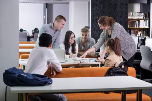 Sinh viên tại Đại học RMIT luôn được khuyến khích tranh luận để rèn luyện tư duy sáng tạo và kỹ năng phản biện.