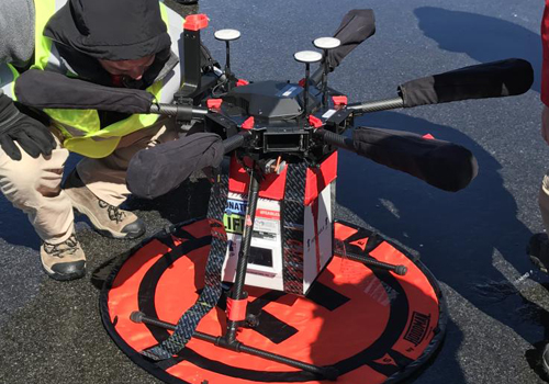 Thiết bị bay và hộp đựng đặc biệt Homal dùng để vận chuyển nội tạng. Ảnh: Newsweek.
