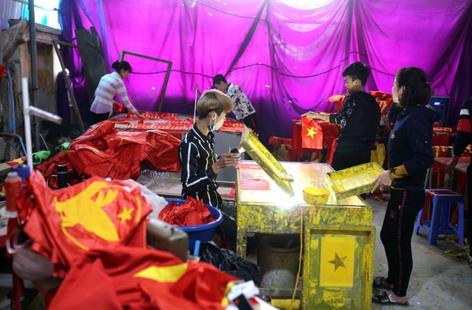 Công xưởng sản xuất băng rôn cổ vũ bóng đá tại Hà Nội