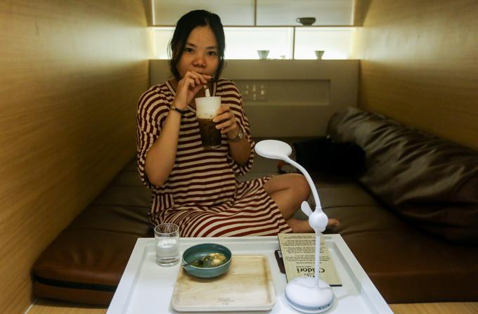 Quán cà phê kiểu Nhật có chăn gối cho khách nghỉ ở Sài Gòn