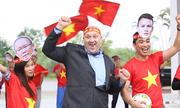 Thầy trò Đại học FPT hát tiếp sức đội tuyển Việt Nam