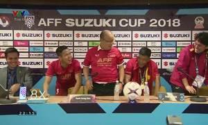 Cầu thủ Việt Nam quậy trong phòng họp báo