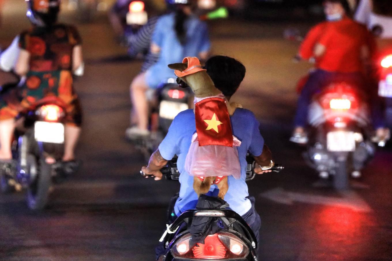 Những CĐV 'đặc biệt' trong hành trình Việt Nam vô địch AFF Cup