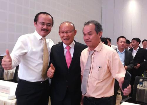 Ông HLV Park Hang-seo và bầu Đức, bầu Thắng hội ngộ tại Quảng Nam. Ảnh: Nông Sơn.