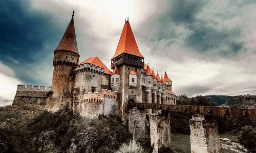 Lâu đài Corvin ở Romania. Ảnh: iStock.