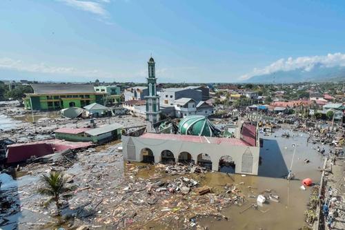Thánh đườngHồi giáo ở thành phố Palu sập mái, ngập nước sau động đất hôm 28/9. Ảnh: Reuters.