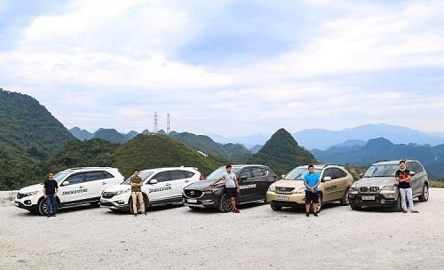 Năm chiếc xe tham gia hành trình lần này.
