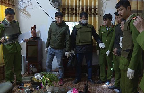 Cảnh sát ậ.p vào căn nhà. Ảnh:Công an Hưng Yên.