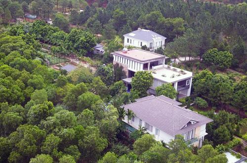 Một số công trình xây dựng trong khu vực rừng phòng hộ Sóc Sơn. Ảnh: Gia Chính.