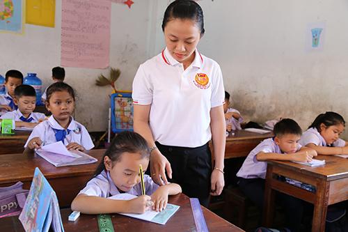 Các giáo viên chủ yếu giảng dạy môn tiếng Việt, được xem là ngoại ngữ thứ hai của các học sinh Việt kiều.Ảnh:Hoàng Táo