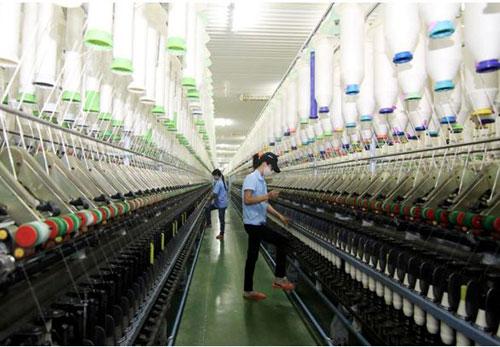 Năng suất lao động tại các doanh nghiệp dệt may tăng 20 -30% nhờ các công cụ cải tiến. Ảnh: TTXVN.