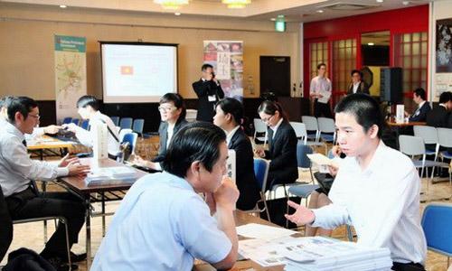 Thực tập sinh Việt Nam trao đổi với các doanh nghiệp Nhật Bản tại Saitama. Ảnh: Vietnamplus.