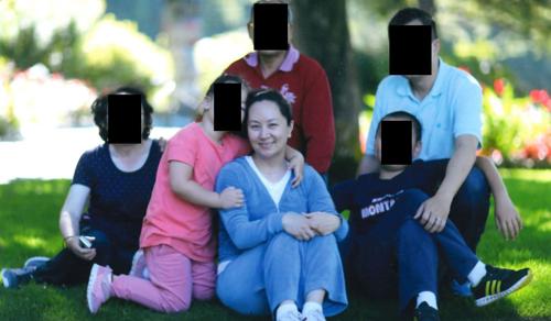 Giám đốc Huawei Mạnh Vãn Chu trong một bức ảnh chụp cùng gia đình ở Vancouver. Ảnh: SCMP.