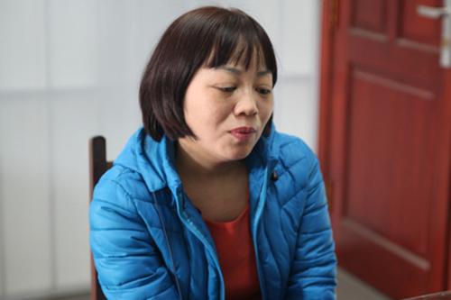 Bà Bình tại trụ sở công an. Ảnh: Minh Thúy.