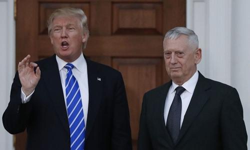 James Mattis (phải) và Trump tại New Jersey ngày 19/11/2016. Ảnh: AFP.