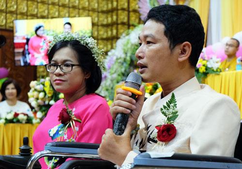 Anh Phạm Thanh Quý xúc động chia sẻ cuộc sống khó khăn của hai vợ chồng. Ảnh: Mạnh Tùng.