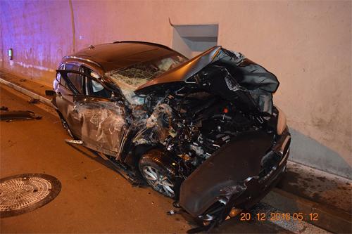 Cảnh sát Slovakia còn đăng kèm ảnh chiếc xe sau tai nạn. Ảnh: Facebook.