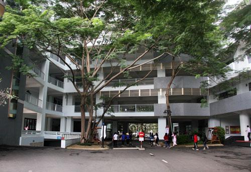 Khuôn viên Đại học Tôn Đức Thắng ở quận 7, TP HCM. Ảnh: Mạnh Tùng.