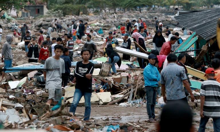 Cảnh hoang tàn ở thị trấn Indonesia bị sóng thần tàn phá nhìn từ trên cao