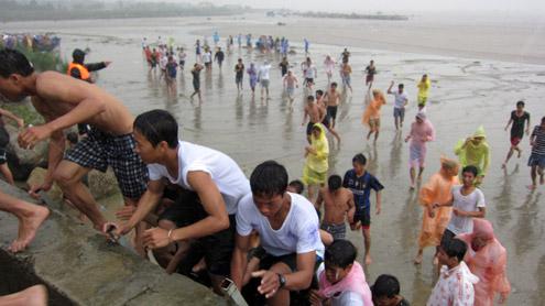 Đà Nẵng từng diễn tập thực địa sóng thần vào năm 2011. Ảnh: Nguyễn Đông.