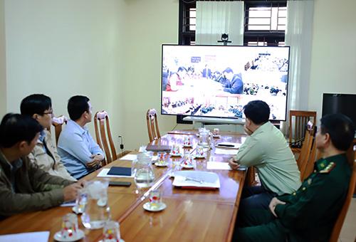 Buổi diễn tập trực tuyến có tường thuật thêm hình ảnh tại các trạm canh cảnh báo thiên tai. Ảnh: Nguyễn Đông.