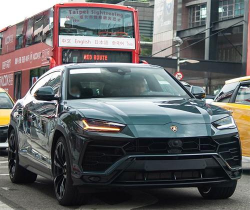 Một chiếc Lamborghini Urus xuất hiện trên đường phố Đài Bắc (Đài Loan) hồi tháng 9.