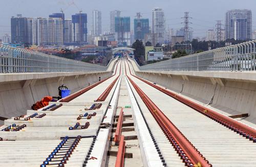 Tuyến metro số 1 hiện mới hoàn thành được khoảng 56% khối lượng. Ảnh: Hữu Khoa