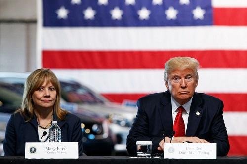 CEO General Motors, bà Mary Barra và Tổng thống Mỹ Donald Trump.