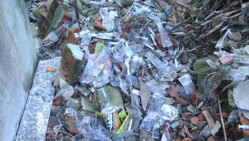 Kim tiêm của người nghiện ma túy vứt la liệt trong khu dân cư